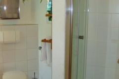 Das Badezimmer mit der Dusche